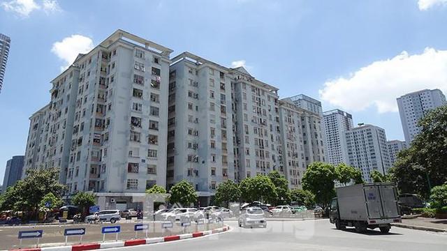 Những tuyến phố Hà Nội ngộp thở với cao ốc ngày nắng nóng - Ảnh 13.