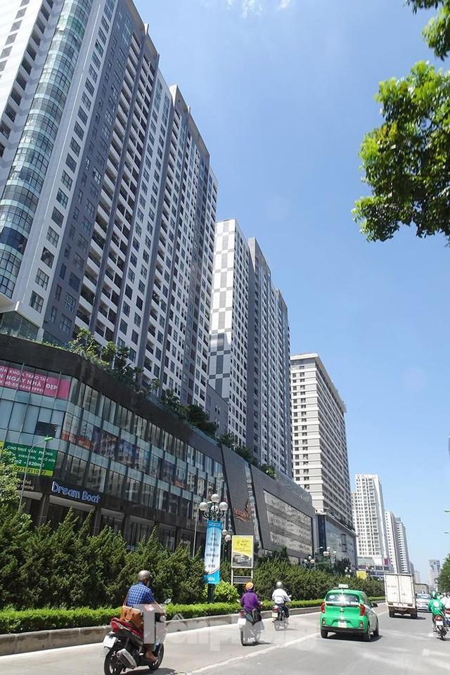 Những tuyến phố Hà Nội ngộp thở với cao ốc ngày nắng nóng - Ảnh 5.