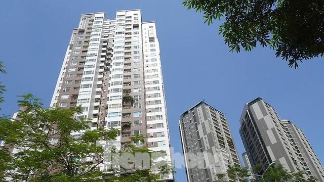 Những tuyến phố Hà Nội ngộp thở với cao ốc ngày nắng nóng - Ảnh 6.