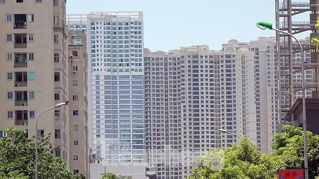 Những tuyến phố Hà Nội ngộp thở với cao ốc ngày nắng nóng - Ảnh 9.