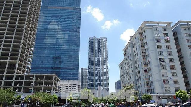 Những tuyến phố Hà Nội ngộp thở với cao ốc ngày nắng nóng - Ảnh 10.