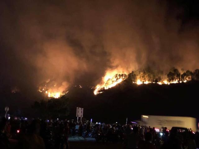 Toàn cảnh vụ cháy rừng thông lớn nhất Hà Tĩnh, di dời tài sản cả trăm hộ dân - Ảnh 13.