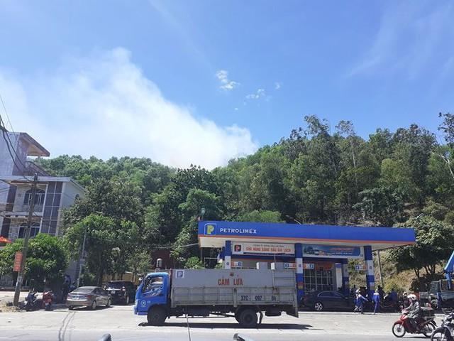 Cháy rừng ở Hà Tĩnh: Biển lửa lan rộng, uy hiếp đường dây 500KV - Ảnh 3.