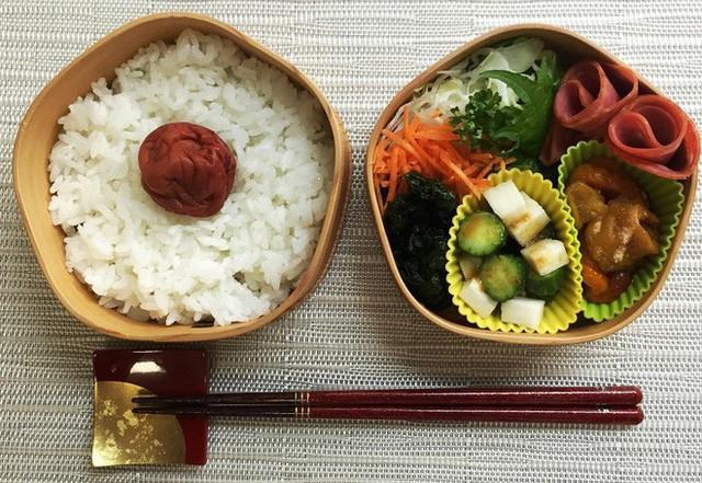 Lý do geisha Nhật Bản luôn bôi son đỏ, quốc kỳ cũng vẽ mặt trời đỏ hay văn hóa cuồng màu rực rỡ của xứ Phù Tang - Ảnh 11.