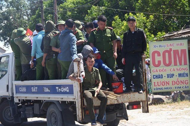 Cháy rừng lớn nhất ở Hà Tĩnh, chặn quốc lộ 1A, nghìn người dập lửa - Ảnh 10.