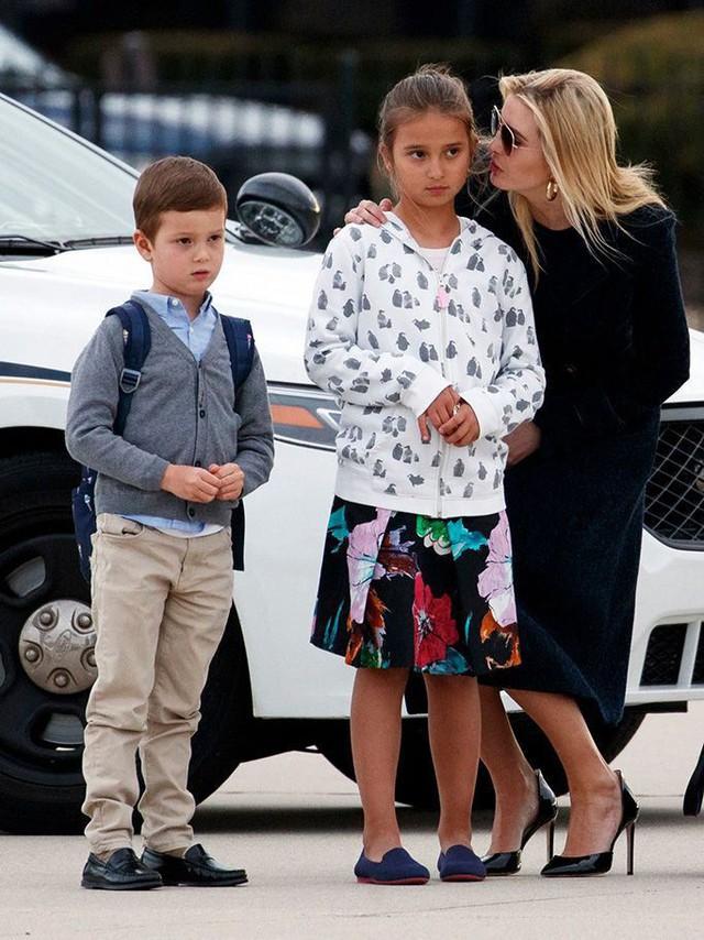 Điều ít biết về 3 nhóc tì đáng yêu, ngắm mãi không biết chán của nữ thần Ivanka Trump - Ảnh 3.
