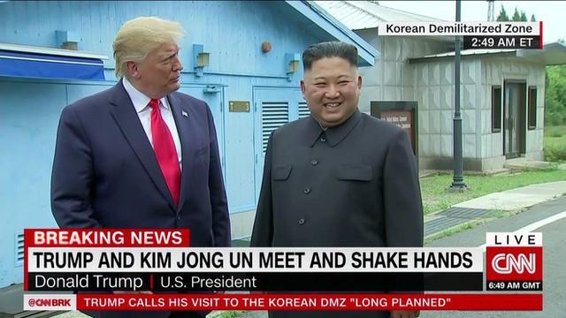 NÓNG: Ông Trump đi 20 bước lên lãnh thổ Triều Tiên, tạo nên LỊCH SỬ mới cho quan hệ Mỹ - Triều - Ảnh 3.
