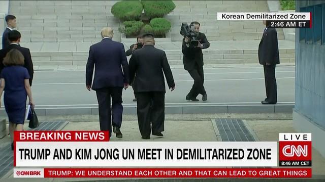 NÓNG: Ông Trump đi 20 bước lên lãnh thổ Triều Tiên, tạo nên LỊCH SỬ mới cho quan hệ Mỹ - Triều - Ảnh 4.