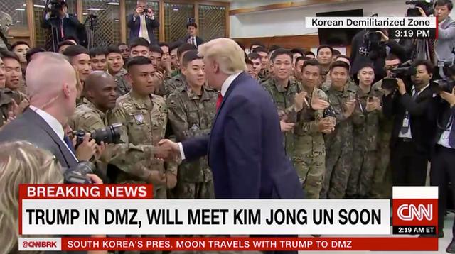 NÓNG: Ông Trump đi 20 bước lên lãnh thổ Triều Tiên, tạo nên LỊCH SỬ mới cho quan hệ Mỹ - Triều - Ảnh 5.