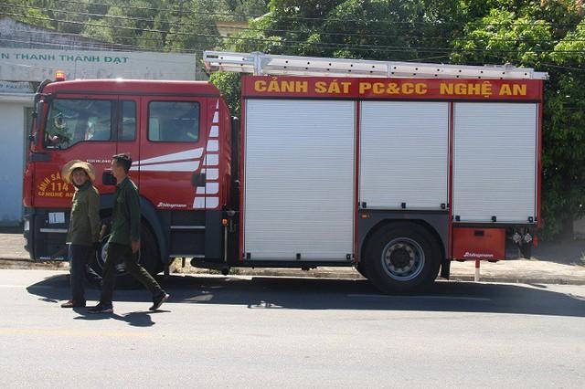 Cháy rừng lớn nhất ở Hà Tĩnh, chặn quốc lộ 1A, nghìn người dập lửa - Ảnh 6.