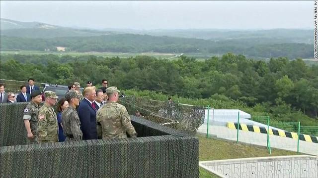NÓNG: Ông Trump đi 20 bước lên lãnh thổ Triều Tiên, tạo nên LỊCH SỬ mới cho quan hệ Mỹ - Triều - Ảnh 8.
