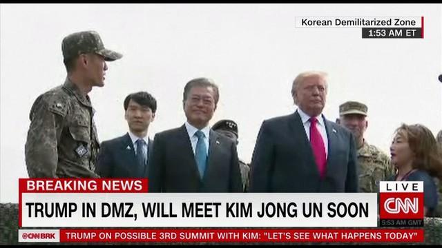 NÓNG: Ông Trump đi 20 bước lên lãnh thổ Triều Tiên, tạo nên LỊCH SỬ mới cho quan hệ Mỹ - Triều - Ảnh 9.