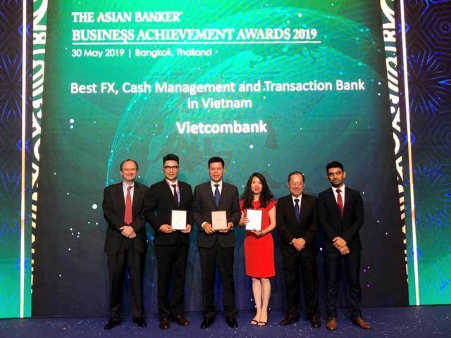 Vietcombank nhận 3 giải thưởng quan trọng - Ảnh 1.