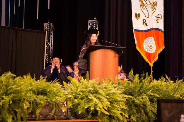 Lần đầu tiên có nữ du học sinh Việt tốt nghiệp thủ khoa ngành Dược một trường Đại học lớn tại Mỹ - Ảnh 1.