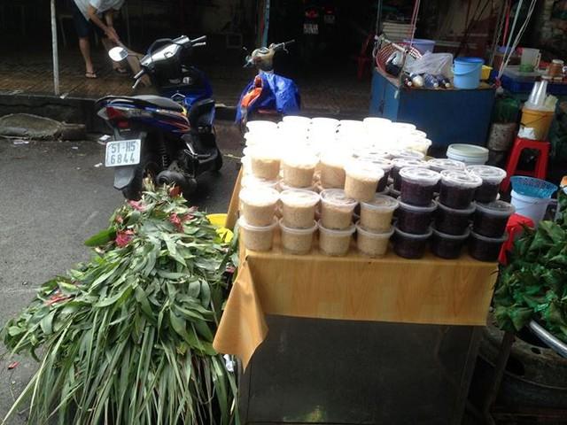 Lá xông, bánh ú nước tro đắt hàng trước tết Đoan Ngọ - Ảnh 13.