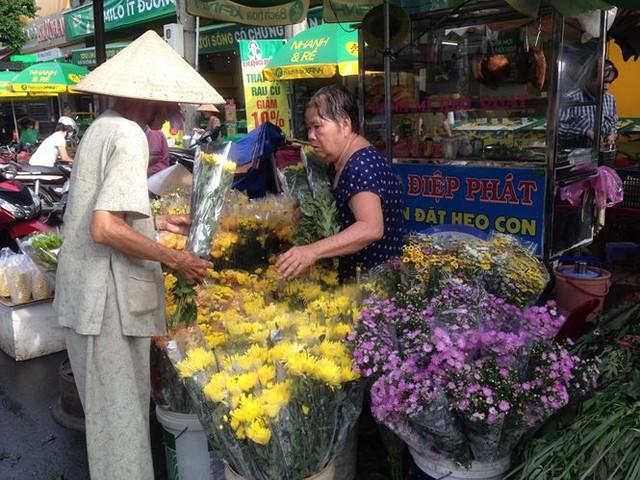 Lá xông, bánh ú nước tro đắt hàng trước tết Đoan Ngọ - Ảnh 15.