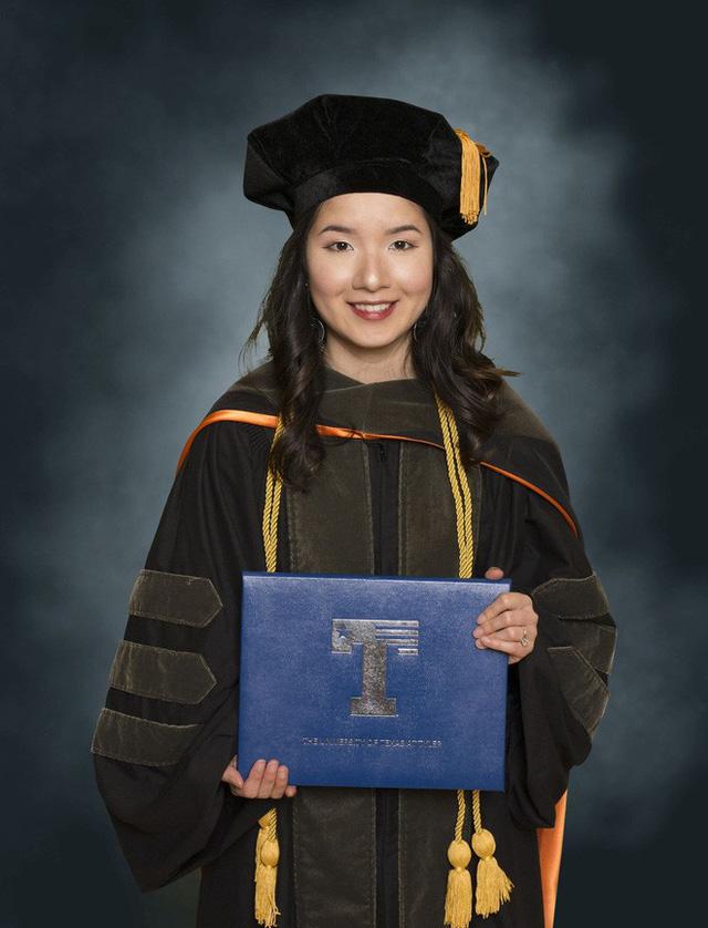 Lần đầu tiên có nữ du học sinh Việt tốt nghiệp thủ khoa ngành Dược một trường Đại học lớn tại Mỹ - Ảnh 3.