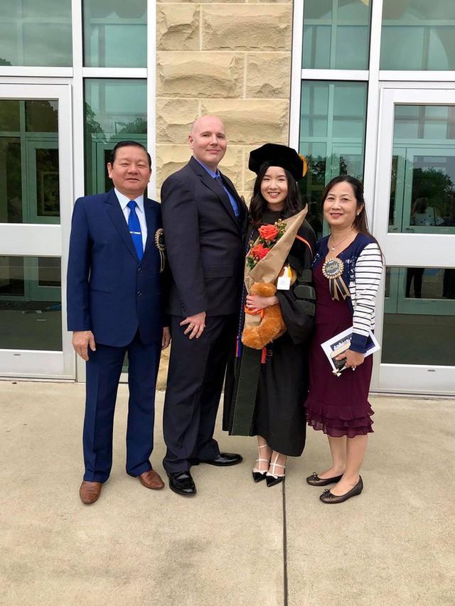 Lần đầu tiên có nữ du học sinh Việt tốt nghiệp thủ khoa ngành Dược một trường Đại học lớn tại Mỹ - Ảnh 4.