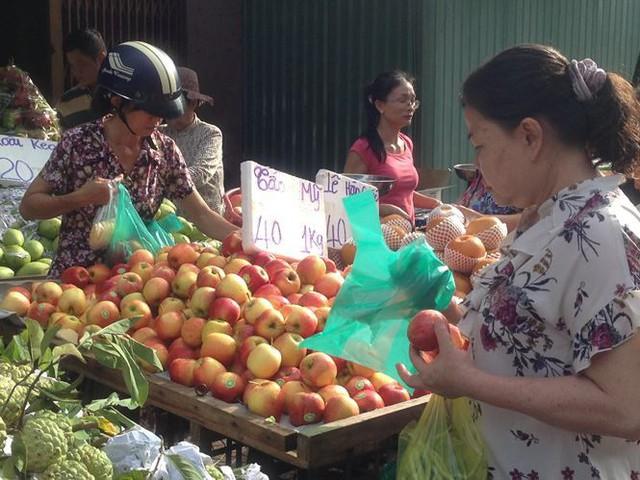 Táo Mỹ 40.000 đồng/kg ngập chợ Sài Gòn - Ảnh 6.