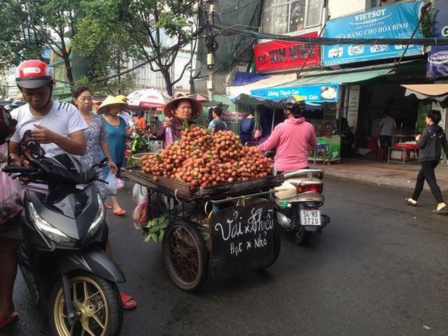 Lá xông, bánh ú nước tro đắt hàng trước tết Đoan Ngọ - Ảnh 9.