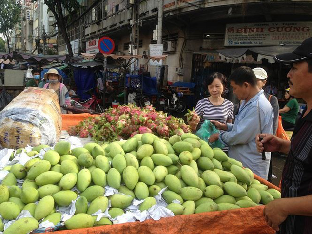 Lá xông, bánh ú nước tro đắt hàng trước tết Đoan Ngọ - Ảnh 10.