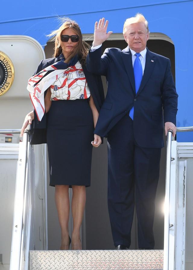 Đỉnh không kém ái nữ của chồng, bà Melania Trump hớp hồn dân Anh suốt 3 ngày công du với thứ vũ khí đắc lực: Tinh tế đến đầy ẩn ý, lu mờ cả gia đình Hoàng gia - Ảnh 3.
