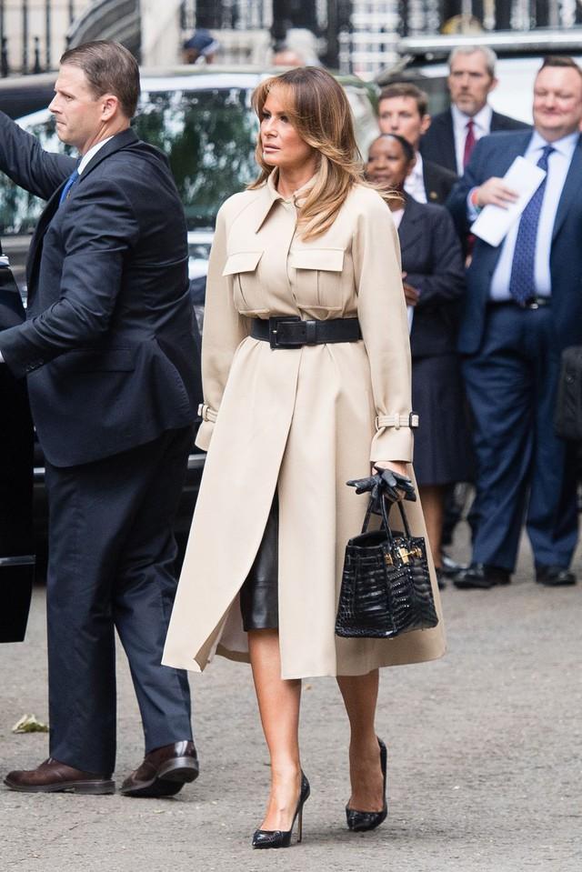 Đỉnh không kém ái nữ của chồng, bà Melania Trump hớp hồn dân Anh suốt 3 ngày công du với thứ vũ khí đắc lực: Tinh tế đến đầy ẩn ý, lu mờ cả gia đình Hoàng gia - Ảnh 8.