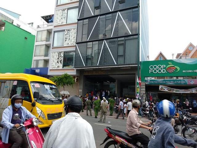 Hàng trăm người bao vây công ty ở Sài Gòn đòi tiền góp vốn - Ảnh 1.