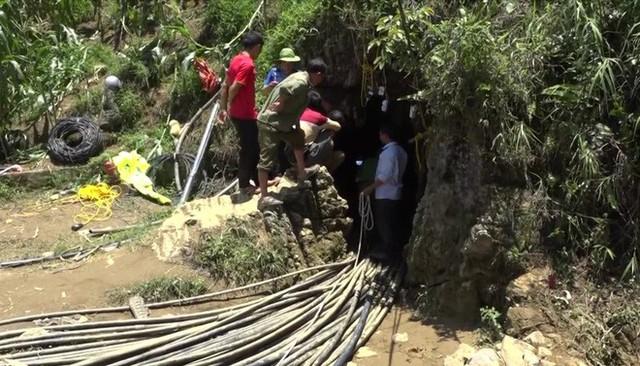 Đang giải cứu người đàn ông kẹt trong hang ở Si Ma Cai: Sớm nhất đêm nay có thể tiếp cận chỗ mắc kẹt - Ảnh 2.