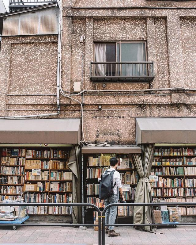 Ít ai biết giữa lòng Tokyo hoa lệ vẫn có một thư viện kiểu một nghìn chín trăm hồi đó đẹp như phim điện ảnh - Ảnh 1.