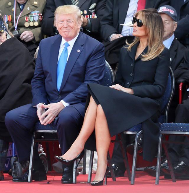 Vợ chồng Tổng thống Donald Trump: Chung khung hình nhưng hai số phận, người được khen hài hước, người thì bị chỉ trích vì chi tiết này - Ảnh 1.