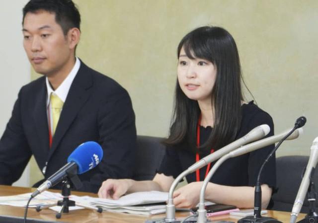 Phong trào #KuToo: Đôi chân rớm máu vì giày cao gót và lời kêu cứu của phụ nữ Nhật Bản chốn công sở - Ảnh 4.