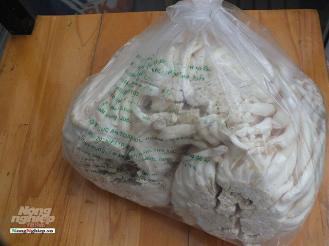 Nấm Trung Quốc siêu rẻ, bao bì bát nháo, mập mờ - Ảnh 2.