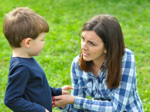 Cha mẹ thông minh không nói 5 điều này nếu muốn nuôi dưỡng tinh thần mạnh mẽ, bản lĩnh cho trẻ - Ảnh 1.
