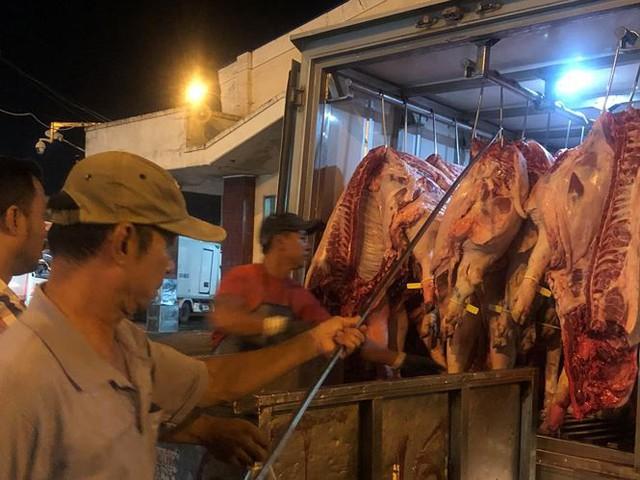 Giá thịt heo ở Sài Gòn đang tăng chóng mặt - Ảnh 1.