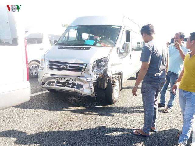 7 ô tô tông liên hoàn trên cao tốc, hơn 100 người thoát nạn - Ảnh 4.