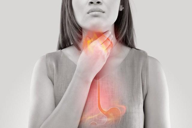 Nóng rát ở vùng xương ức: Căn bệnh nguy hiểm có thể dẫn tới ung thư - Ảnh 1.