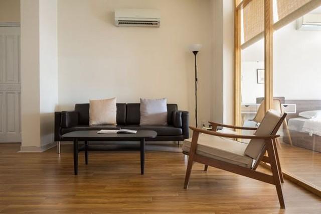 Sau cải tạo thành căn hộ cao cấp cho thuê rộng rãi, tràn ngập ánh sáng.