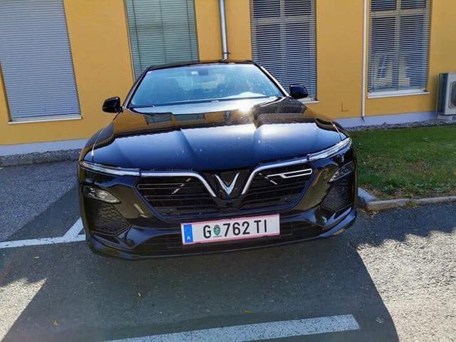 Biển số VinFast Lux tại châu Âu tiết lộ quốc gia đăng kiểm và hành trình thử xe xuyên quốc gia - Ảnh 2.