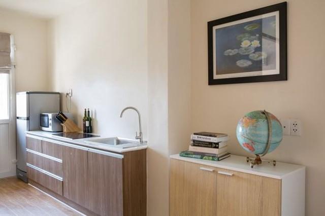 Các vách tường được loại bỏ tạo sự thông thoáng cho căn hộ.