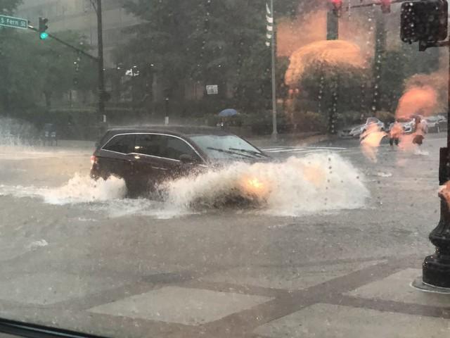 Hình ảnh lạ: Thủ đô nước Mỹ chìm trong biển nước, Nhà Trắng cũng bị ngập - Ảnh 4.