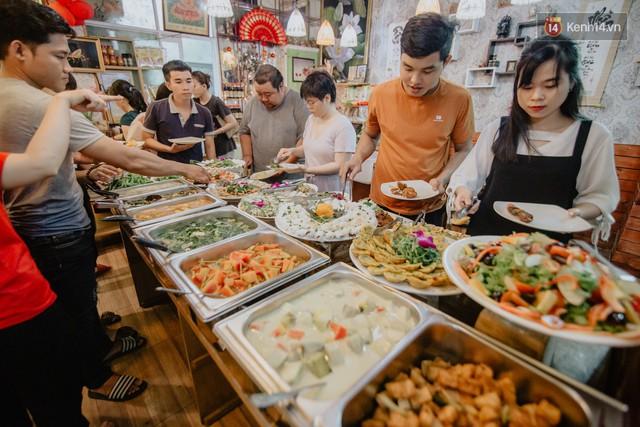 Quán chay từ thiện độc nhất vô nhị ở Sài Gòn: Ăn tuỳ bụng trả tiền… tuỳ tâm - Ảnh 1.