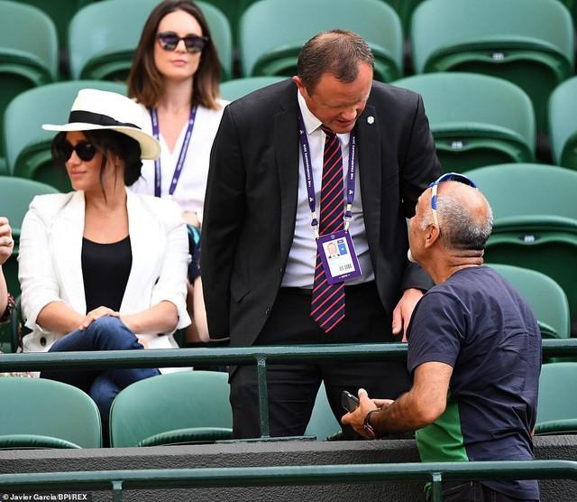 Meghan Markle bị tung bằng chứng chảnh chọe, cấm người hâm mộ chụp hình nhưng phản hồi của Hoàng gia Anh mới khiến dư luận phẫn nộ - Ảnh 3.