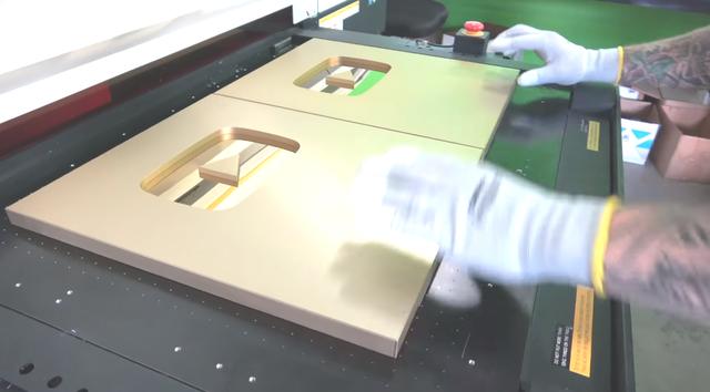 Đột nhập trụ sở YouTube xem cách làm Nút Vàng, Bạc, Kim Cương: Mỗi nút một máy, tự động gần như 100% - Ảnh 3.