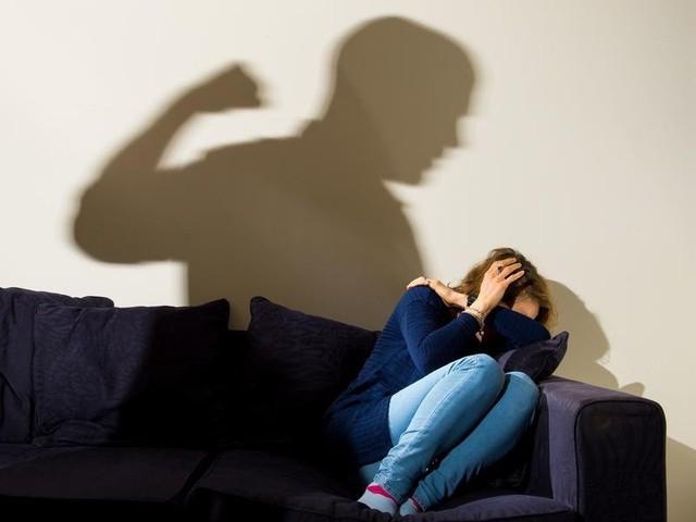 Số phận những cô dâu ngoại trên đất Hàn: Cứ 10 người thì có 4 người bị bạo hành gia đình, thậm chí đe dọa bằng vũ khí - Ảnh 4.