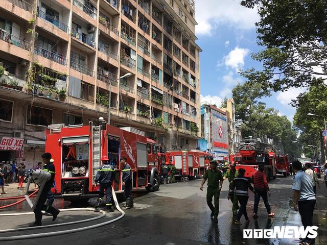 Cháy ký túc xá sát bệnh viện, hàng chục bệnh nhân phải sơ tán khẩn cấp - Ảnh 2.