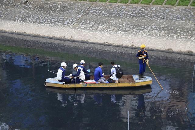 Sông Tô Lịch như người bệnh, chỉ đỡ xấu chứ không thể sạch - Ảnh 3.