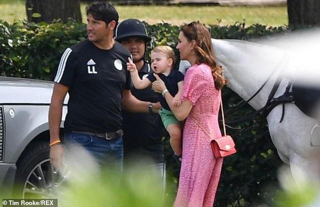 Hoàng tử Louis trở thành nhân vật HOT nhất sự kiện thể thao với loạt biểu cảm khiến người hâm mộ phát cuồng - Ảnh 6.