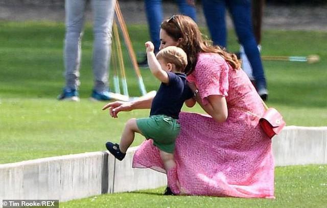 Hoàng tử Louis trở thành nhân vật HOT nhất sự kiện thể thao với loạt biểu cảm khiến người hâm mộ phát cuồng - Ảnh 8.