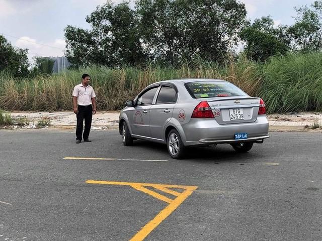 Tổng cục Đường bộ giám sát công tác sát hạch lái xe qua camera - Ảnh 1.